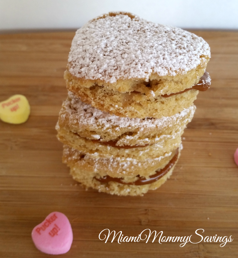 Heart Cookies Filled with Dulce de Leche