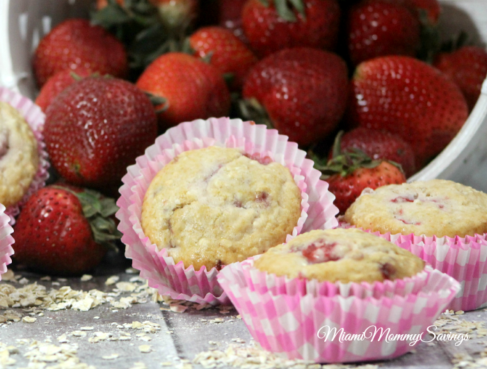Strawberry Oat Muffins recipe, more at MiamiMommySavings.com