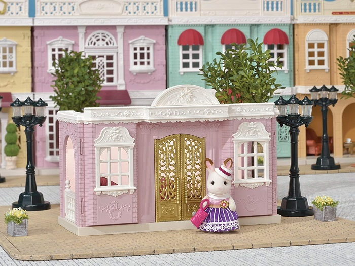 Are you looking for the best toys and gifts for 3-year-old Girls and over? Be sure to check out our Calico Critters gift ideas 2019 to find everything your little fan will want to find under the tree this year! More at CleverlyMe.com #HolidaGiftGuide #HolidayGiftGuide2019
